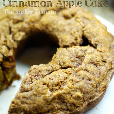 Moist & Crunchy Cinnamon Apple Cake